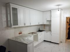 """Белая кухня в стиле """"классика"""""""
