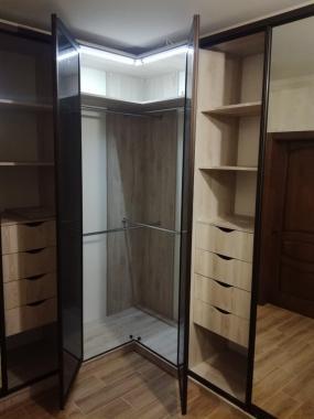 Угловой шкаф купе с зеркалом